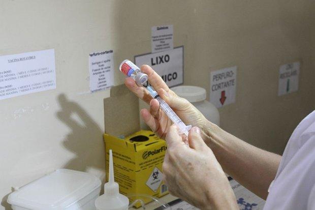 A meta da Secretaria Municipal de Saúde de Curitiba é vacinar 80% das 95 mil crianças entre seis meses e 10 anos.