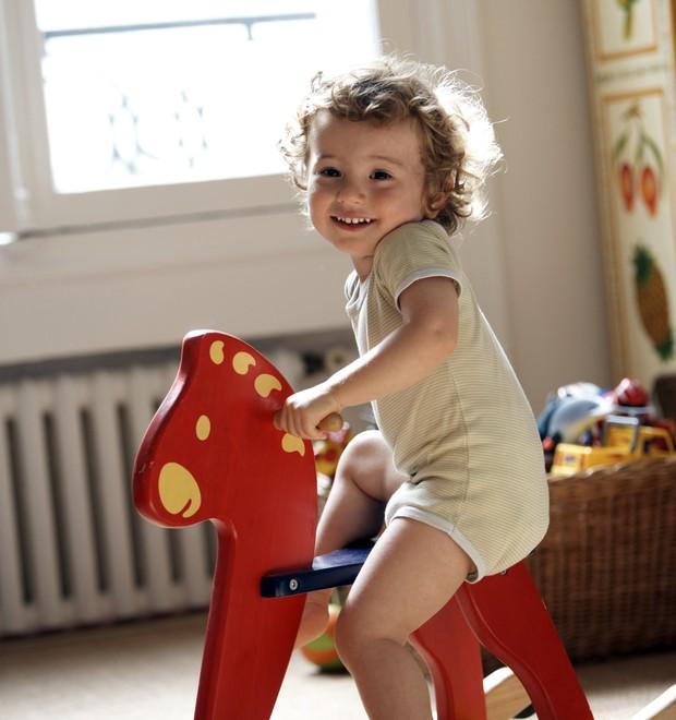 crianca-brincar-brincadeira
